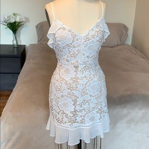 😍NWT White Floral Lace Ruffle Dress😍